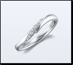 北斗七星を表す7石のメレダイヤモンドが輝くウェーブライン