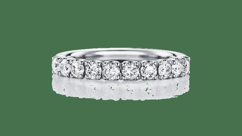 指輪以外にも・・・婚約記念品