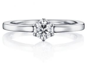 夏にぴったりの婚約指輪
