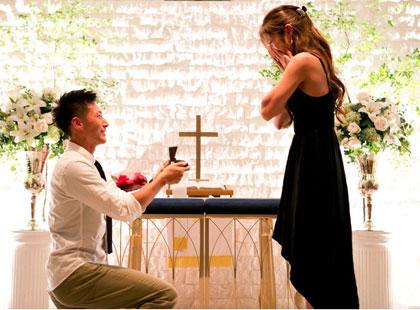 プロポーズは膝まづいて。心のこもった誠意あるプロポーズ。
