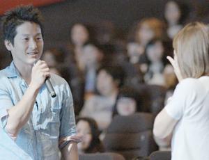 女優さんも全面協力。スクリーンに彼が‥映画館プロポーズ!