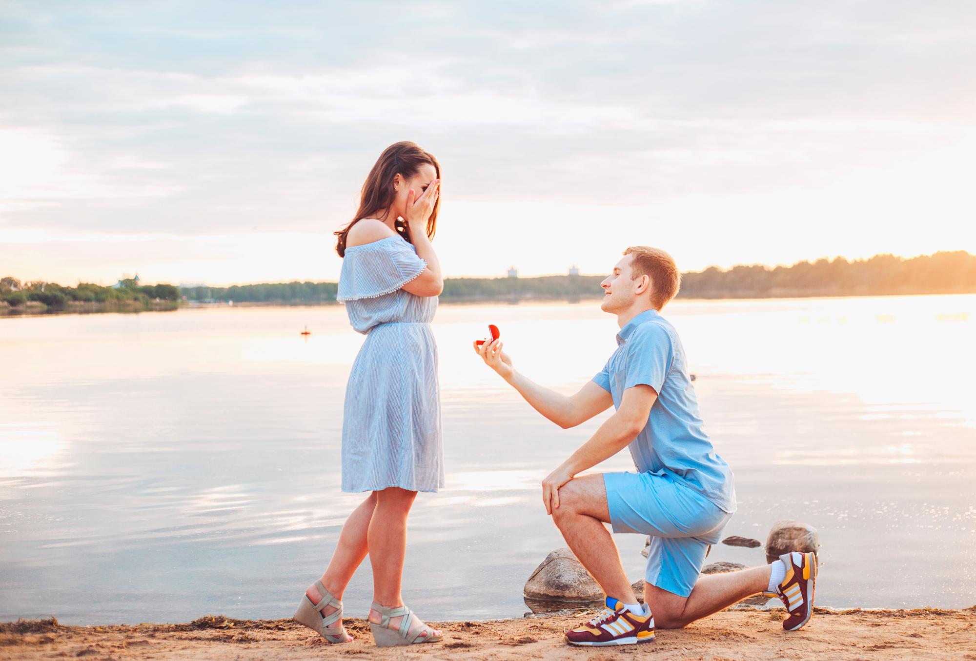 「男性 プロポーズ」の画像検索結果