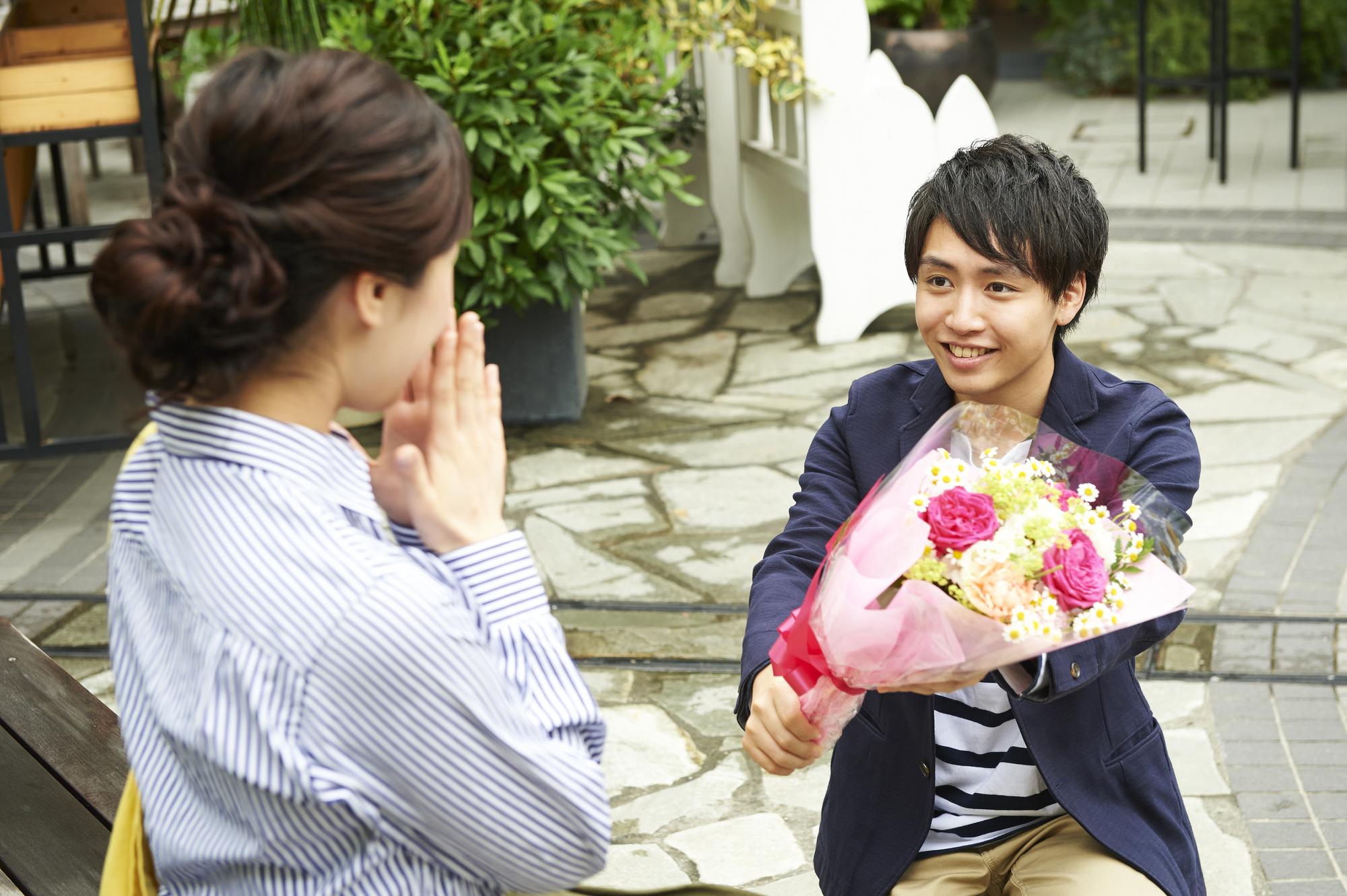 彼女が喜びそうな誕生日プレゼント10選、これで彼氏からの愛情度が分かる?