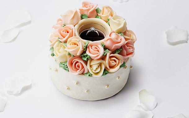 指輪をこっそりしのばせて、ロマンチックなプロポーズを