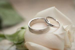 先輩夫婦はどうだった? 結婚指輪の支払いについて