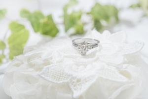 ダイヤモンドの婚約指輪が渡され始めた起源・由来