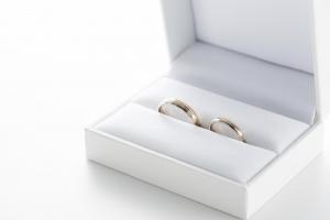 普段使いしやすい結婚指輪の選び方のポイントは?