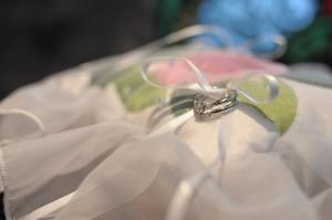 婚約指輪と結婚指輪の重ね着けにおすすめなデザイン