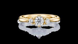 日常使いにもおすすめ!ファッション性の高いイエローゴールドが婚約指輪に最適なワケ