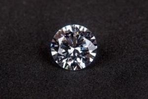 婚約指輪選びをこだわりたい方必見!ダイヤモンドの「クラリティ」とは