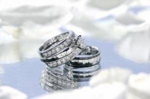 永遠の愛の象徴、エタニティリングの「エタニティ」の意味とは