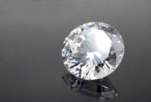 婚約指輪の場合ダイヤモンドのカラーはどれを選ぶべきか?