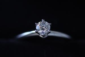 ダイヤモンドのクラリティのランクは?婚約指輪に適した指輪を選ぼう!