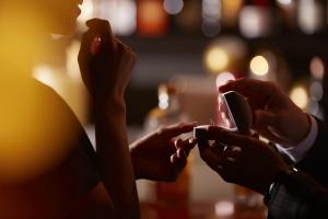 オーダーメイドの婚約指輪と完成品はどっちが多い?