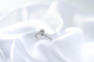 パートナーの指輪のサイズを知る方法