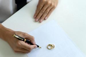 婚約指輪と結婚指輪、両方必要?