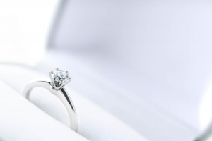 婚約指輪の相場