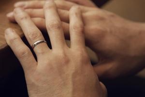結婚指輪を男が着けないのはなし?女性だけ買うのはおかしい?