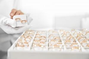 結婚指輪(マリッジリング)の種類と選び方