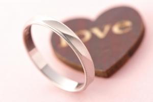 婚約指輪や結婚指輪にふさわしい?シルバーリングの特徴